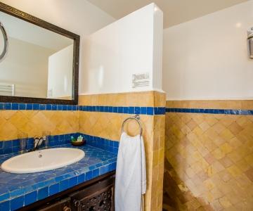 Joliment décoré Salle de bain